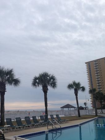 Destin Holiday Beach Resort 2 : View from the pool