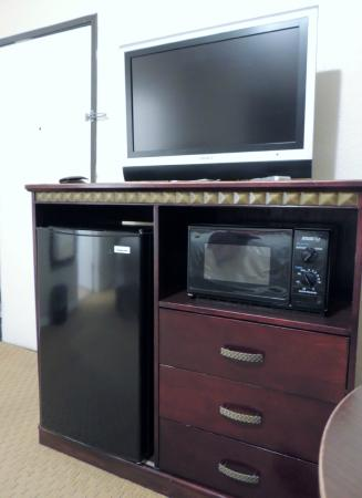 Harborview Inn and Suites: TV, refrigirator, micro oven
