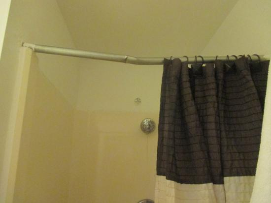 Tropical Cottages: bent shower rod