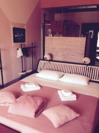 Beau Rivage Mekong Hotel: lovely pink room