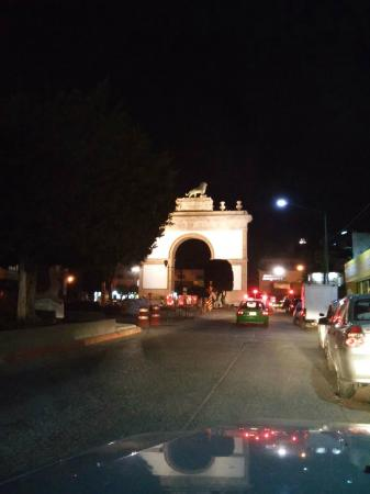 Hotel Real Rex: Arco de la Calzada.