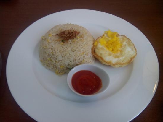 Hotel Dermaga Keluarga: Sarapan Nasi Goreng