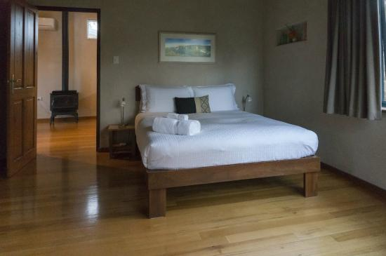 Aiyana Retreat: Large comfortable bed