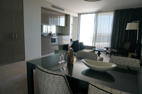 Fraser Suites Perth: Classy suite with small kitchen