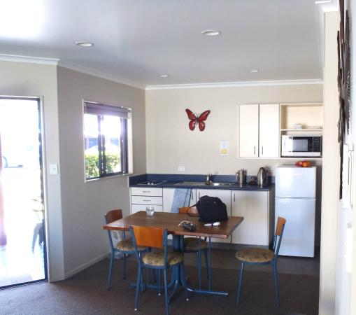 Albert Park Motor lodge: Kitchen: 2 bed unit with spa