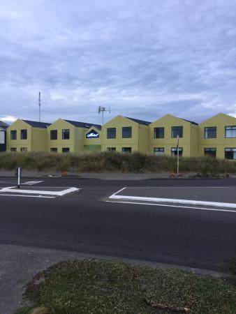 Airport Motel : La façade extérieure facilement reconnaissable.