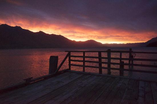 Kinloch Lodge: Sunrise by the lake. Ran outside in my pjs to take this.