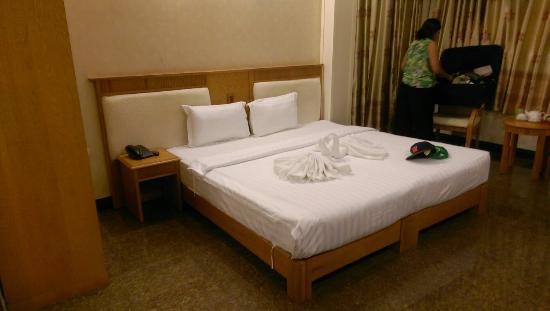 Roseland Inn Hotel: Comfy beds