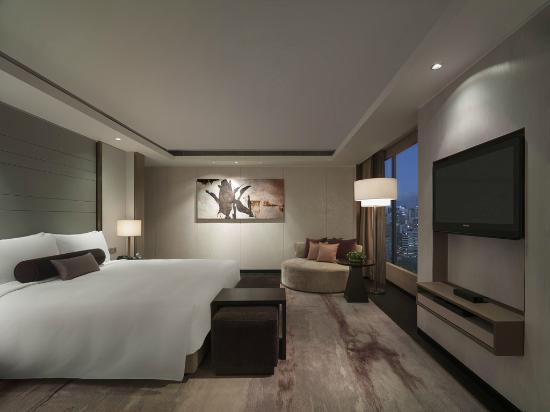 New World Makati Hotel: Presidential Suite Bedroom
