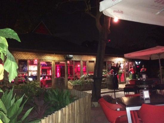 Toro Tapas Bar : Outside seating