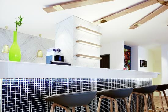 ibis Styles Geneve Gare: Espace bar