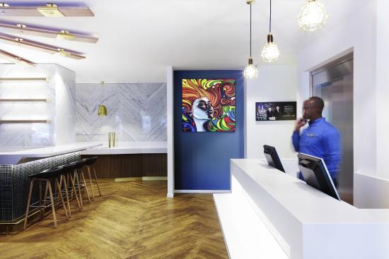 ibis Styles Geneve Gare: Vue réception