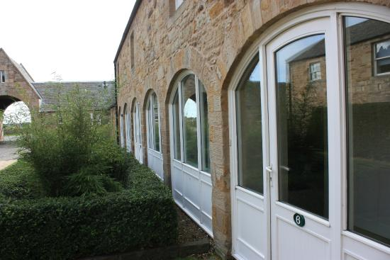 Swanston Farm Holiday Cottages: Courtyard