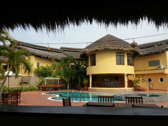 White Sands Resort: Smakfullt poolområde.