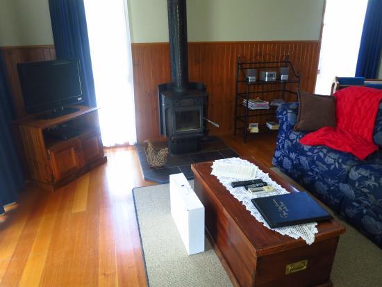 Leafield Cottages: Lounge area