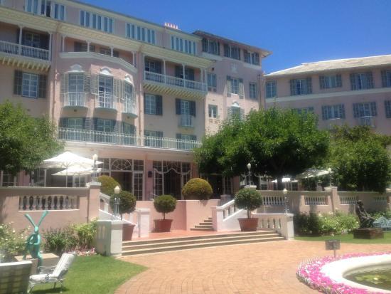 Belmond Mount Nelson Hotel: Hotel view from Gardens