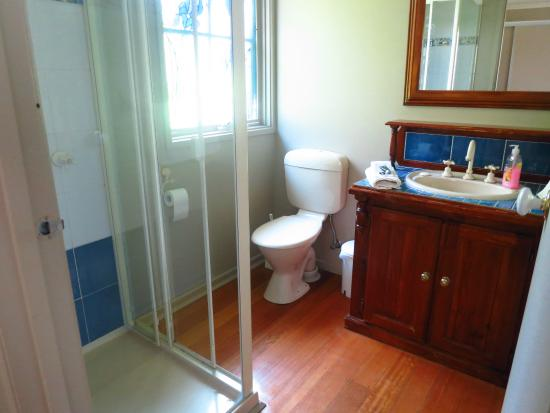 Leafield Cottages: Bathroom