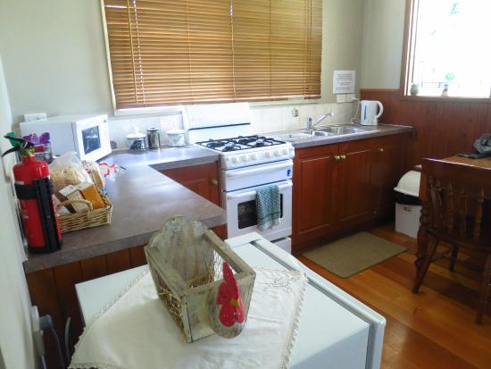 Leafield Cottages: Kitchen