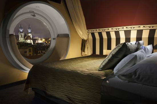 Hotel Paris Prague : Tower Suite bed view