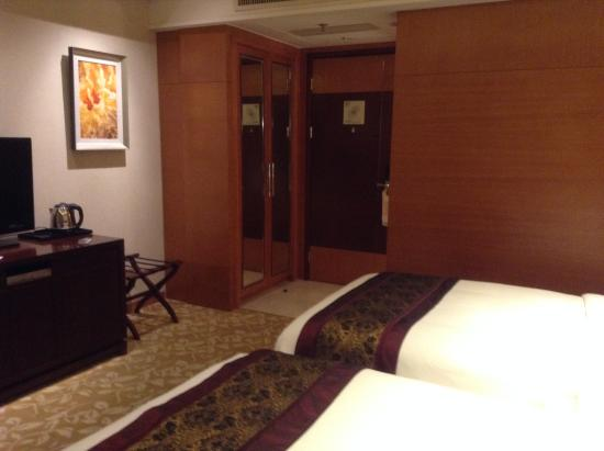 Howard Johnson Plaza Waigaoqiao Shanghai: single bedroom