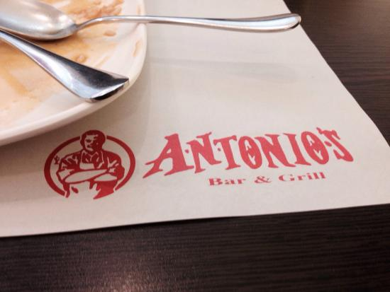 Antonio's Bar and Grill: Empty plate