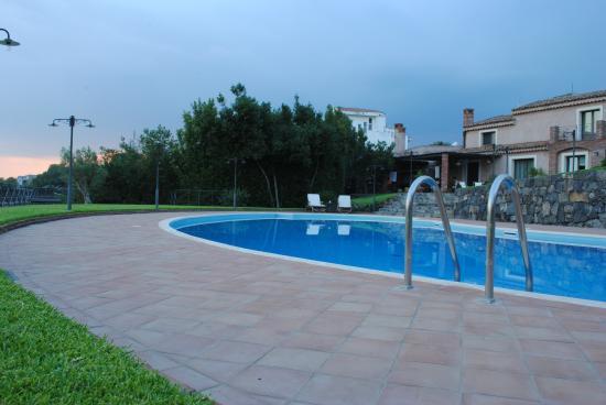 Casale Villaruel: Piscina