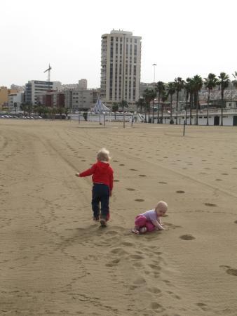 Playa de Las Alcaravaneras : Leg på stranden