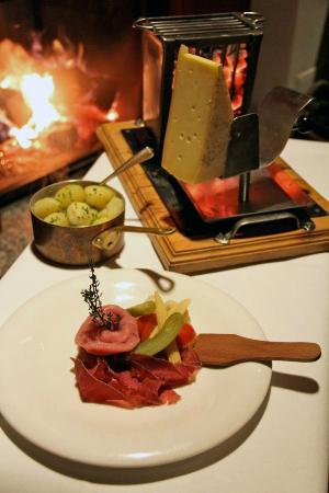 restaurant raclette picture of chalet suisse berlin tripadvisor. Black Bedroom Furniture Sets. Home Design Ideas