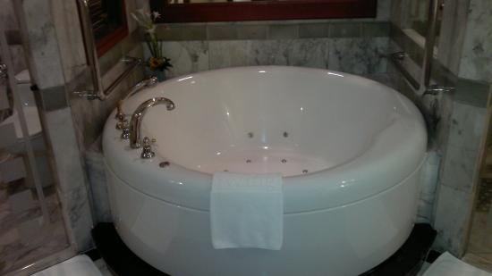 Badezimmer Whirlpool Picture Of Royal Wing Suites Spa Pattaya