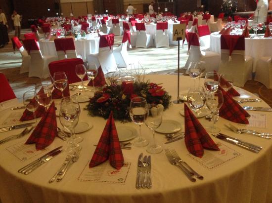 Regnum Carya Golf u0026 Spa Resort Beautiful gala dinner table settings & Beautiful gala dinner table settings - Picture of Regnum Carya Golf ...