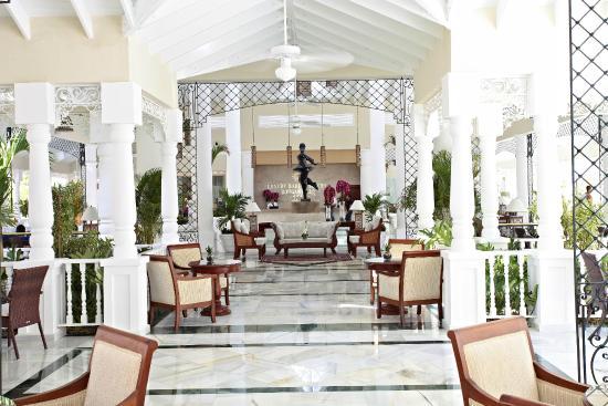 Luxury Bahia Principe Bouganville: Recepción/Hall