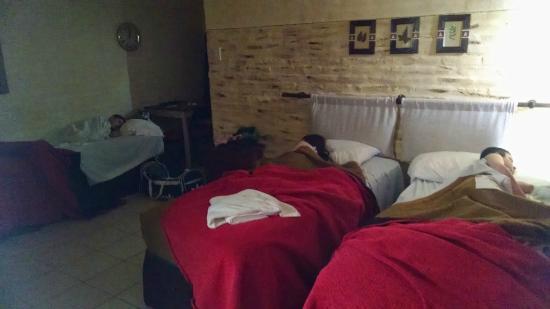 Hotel municipal Costanera: Niños descansando...