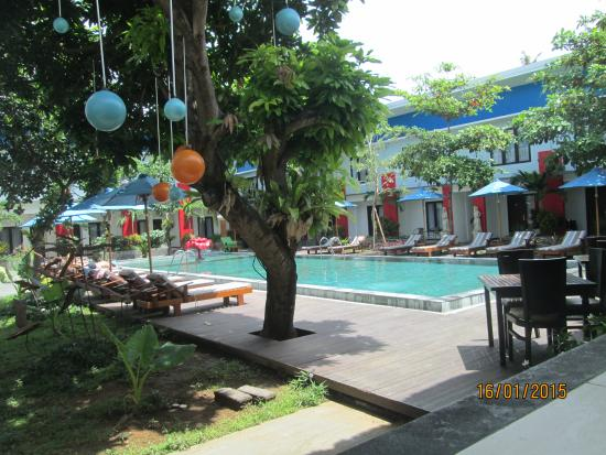 Ozz Hotel Kuta: Swimming pool