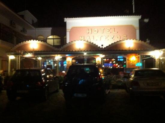Maltezos Hotel: центральный вход