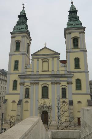 Inner-City Parish Church (Belvarosi Plebania Templom): Fachada da Igreja