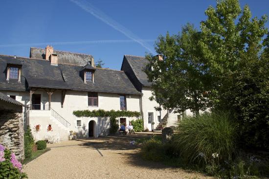Le Logis du Pressoir : Historical place, but so comfy...
