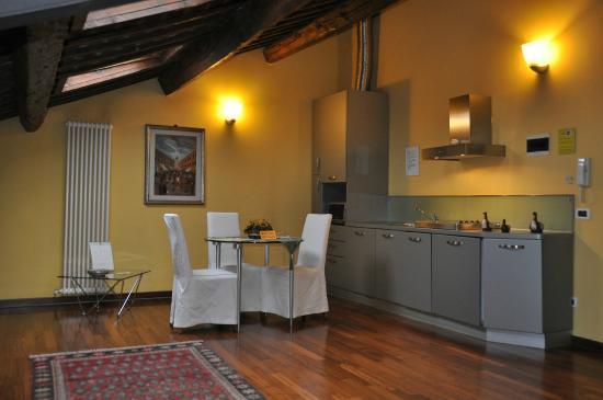 Cucina con lavastoviglie e lavatrice - Foto di Piazza Nova Guest ...