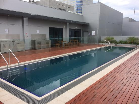 The rooftop pool picture of wyndham hotel melbourne for Pool show in melbourne
