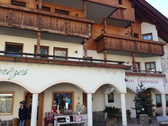 Pension Edelweiss: Front of the hotel