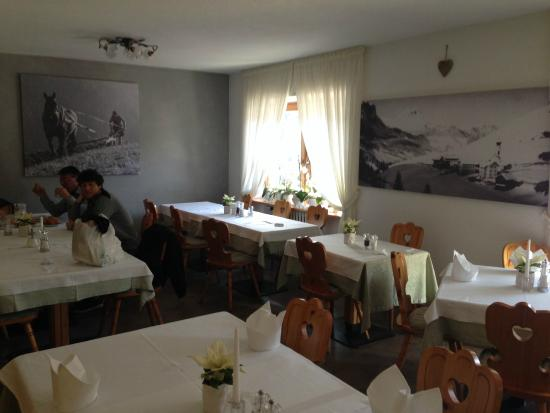 Pension Edelweiss: Dinning room