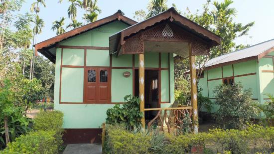 Florican Cottages: cottage outside