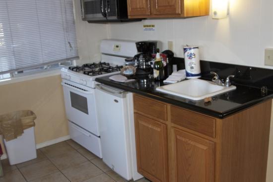 Fireside Lodge: Kitchen chalet #19
