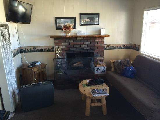 Fireside Lodge: Separate living area, chalet #19