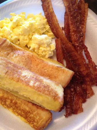 Hampton Inn & Suites Montgomery-East Chase: Great Breakfasts, daily!