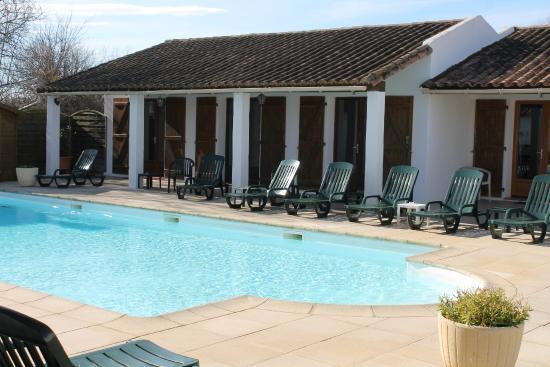 Auberge de la Fadaise: Espaces chambres et piscine