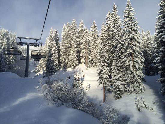 Burg Vital Resort: Sunny, snowy Oberlech