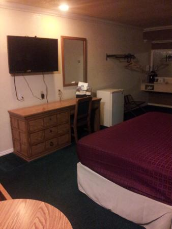 Americas Best Value Inn - Atascadero / Paso Robles : No smoking room, first floor