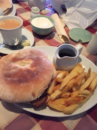 Knitsley Farm Shop Cafe and Granary Cafe: Beef stotty