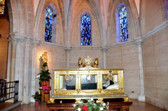 เนเวิร์ส, ฝรั่งเศส: Châsse de Ste Bernadette