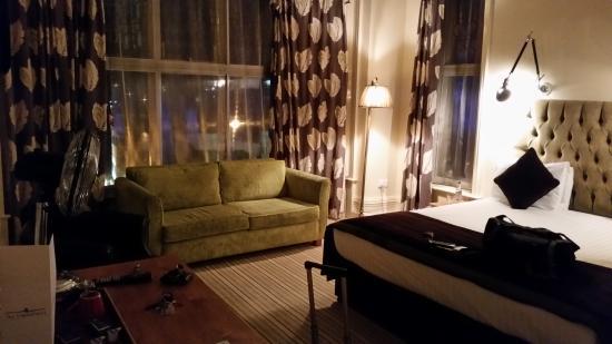 Embankment Hotel: great room